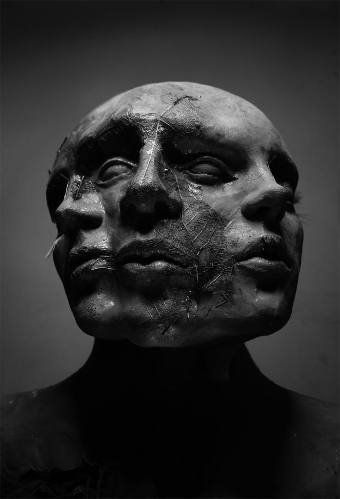 """Uryan Lozano """"Blind"""" Autorretrato escultórico"""